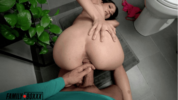 Riley Jean – Fucks Step-Bro who Spied on her