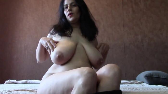 BigBoobsDeria – Taboo lactation and POV virtual Sex