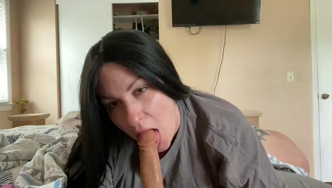 Scarletellie – Mommys Morning Suck and Creampie